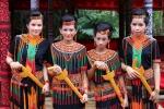 Kobiety Toraja w tradycyjnych strojach