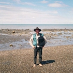 Brzeg Cieśniny Magellana, gdzie 21 listopada 1995 roku Tato rozpoczął swoją podróż. Do Argentyny wyruszył z 500 dolarami, samodzielnie zaprojektowanym siodłem rajdowym i niewielkim plecakiem.